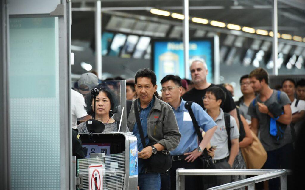 タイ 空港 イミグレーション